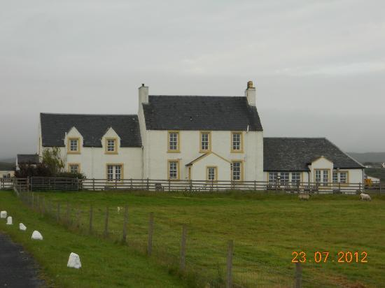 Glenegedale Guest House: Glenegedale House from the Bowmore Road.