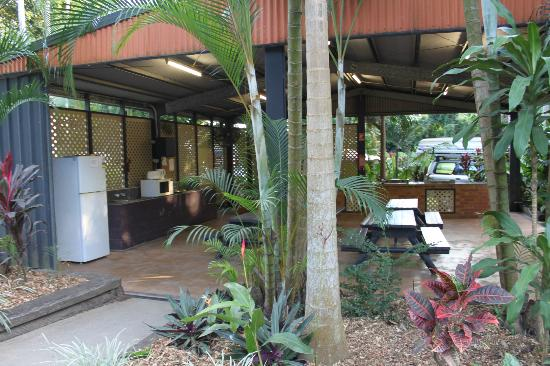 Cool Waters Holiday Park: Camp kitchen
