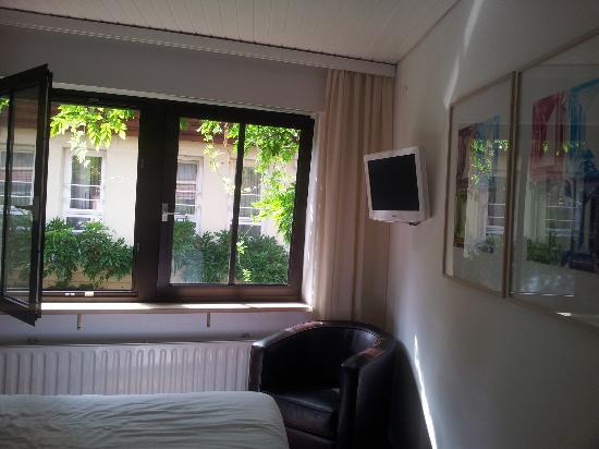 big and airy room picture of hotel kreuzblume freiburg im breisgau tripadvisor. Black Bedroom Furniture Sets. Home Design Ideas