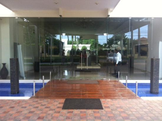 Hotel Contempo: Entrance