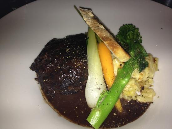 Glass Dining and Lounge Bar : braised beef with macaroni gratin, Nom !