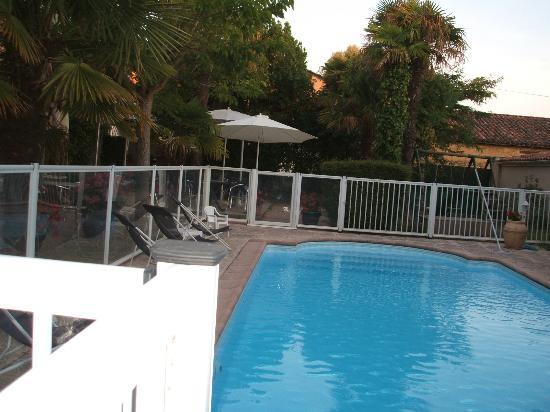 Auberge Les Palmiers: Pool Area