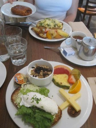 Le Cartet: A complete breakfast for two