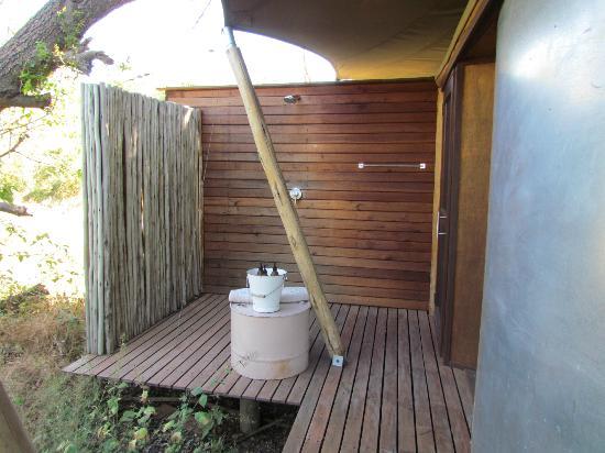 andBeyond Xaranna Okavango Delta Camp: Outdoor Shower