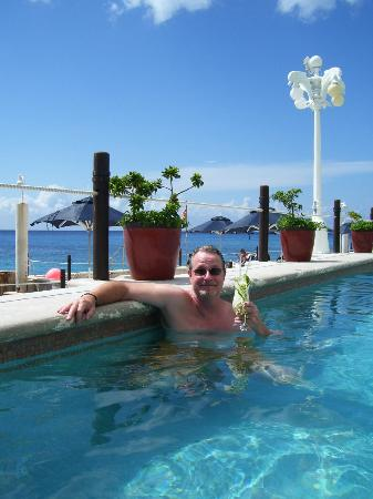 Coral Princess Golf & Dive Resort: Good times at the pool