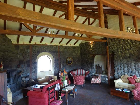 Hacienda Santa Ana: view of main sitting room