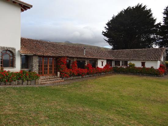 Hacienda Santa Ana: outside view