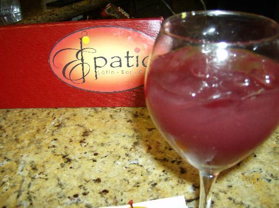El Patio Latin Bar Cafe at Embassy Suites : Delicious sangria