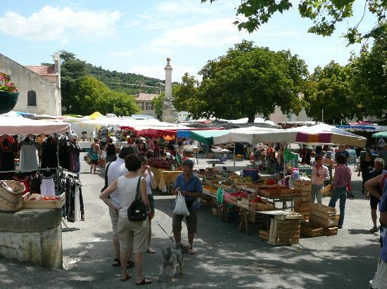 Le Gargantua: market day in Reillanne