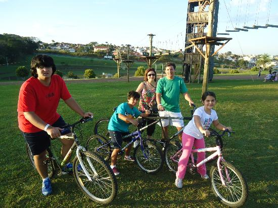 Blue Tree Park Lins: Bike com a familia