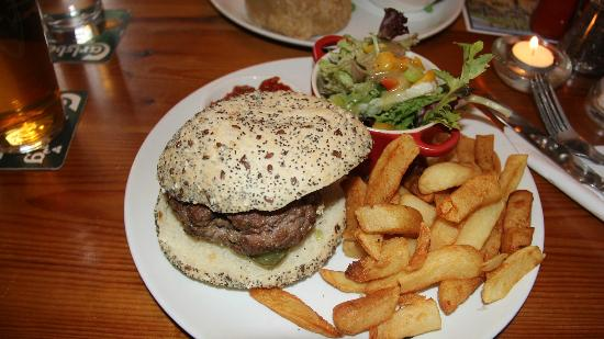 Old Hall Inn: Beef Burger