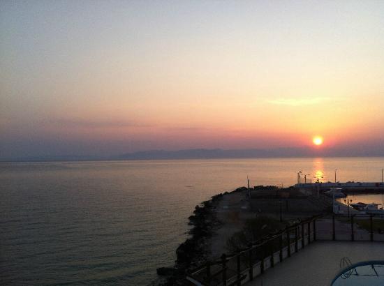 Attica Beach Hotel : Lever de soleil