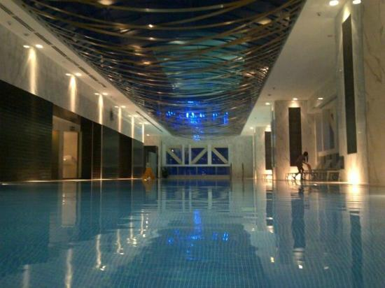 Kempinski Residences & Suites, Doha: The amazing Swimming Pool
