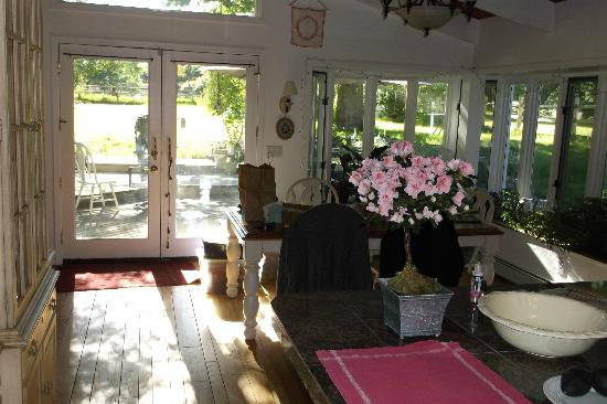 Willow Pond Bed and Breakfast : Dining area