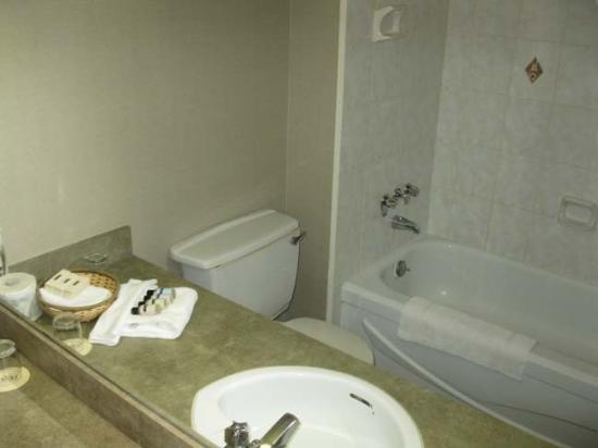Mill River Resort: Suite - Bathroom