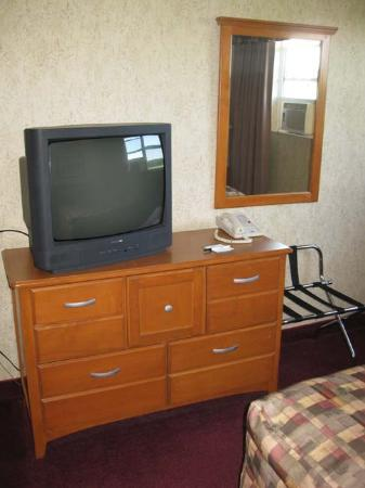 Mill River Resort: Suite - Tube Televisions?