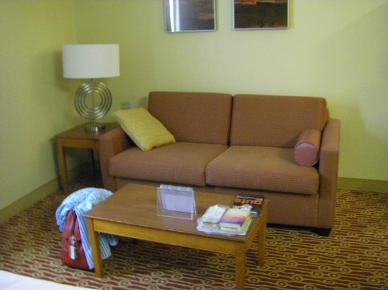 TownePlace Suites Falls Church: Living area