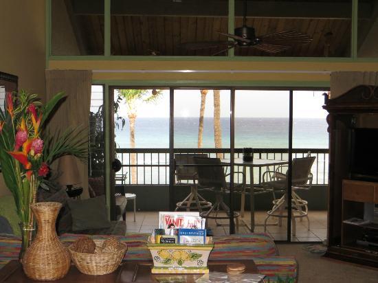 Hale Mahina Beach Resort: Fresh flower bouquet The Fish Condo