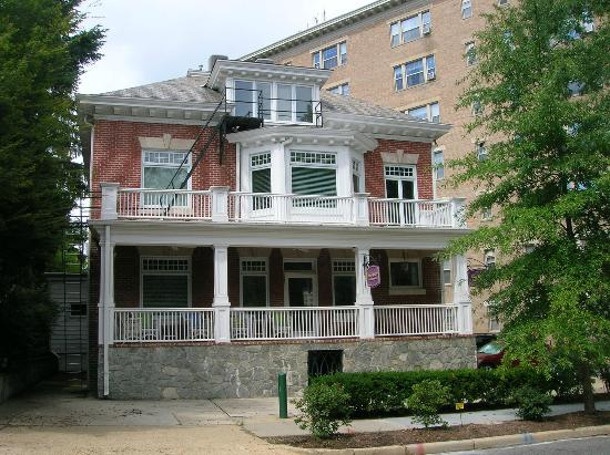 Front of Woodley Park Guest House
