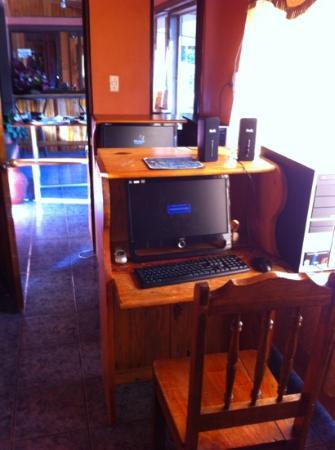 Cabinas Eddy B&B: Complimentary Computer Room