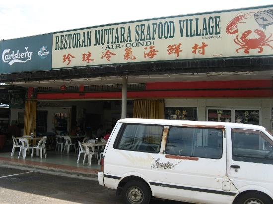 Restoran Mutiara Seafood Village: Restaurant signboard