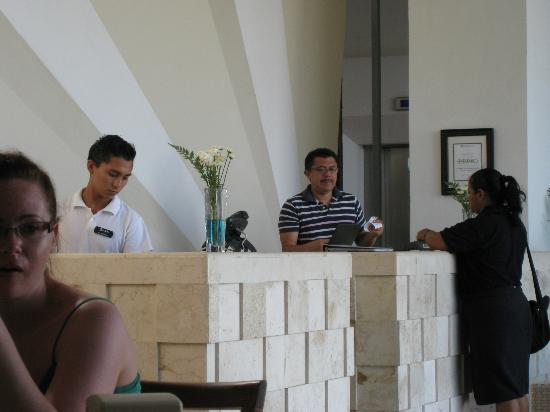 Hotel Bahia Chac Chi: Juan Karlo (right) and Alfredo in action :) 
