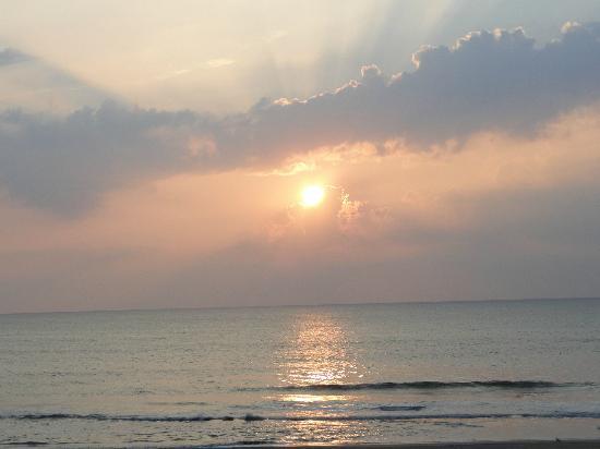 أوشن فرونت إن: sunrise 