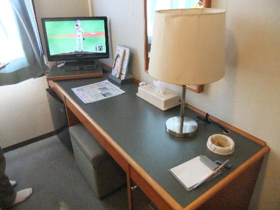 Kawatana New Crane Kanko Hotel: 部屋のデスクまわり