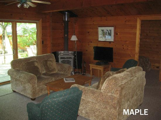 Cedarwood on Lake Muskoka: Maple Cottage