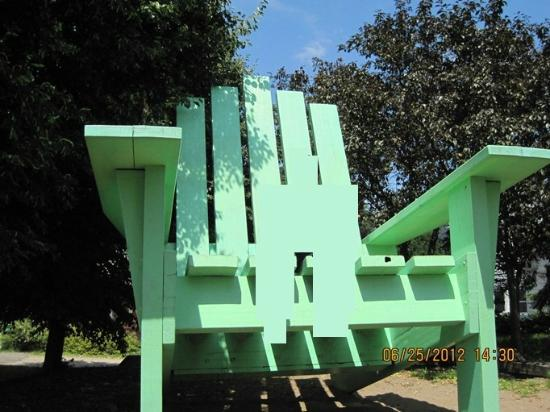 Large Green Chair : The chair
