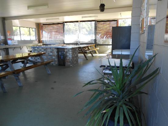 Sapphire Valley Caravan Park: Our Indoor Camp Kitchen