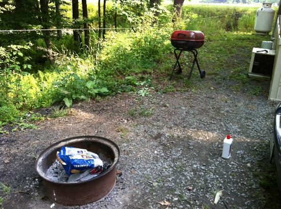 Ponderosa Pines Campgrounds: grill