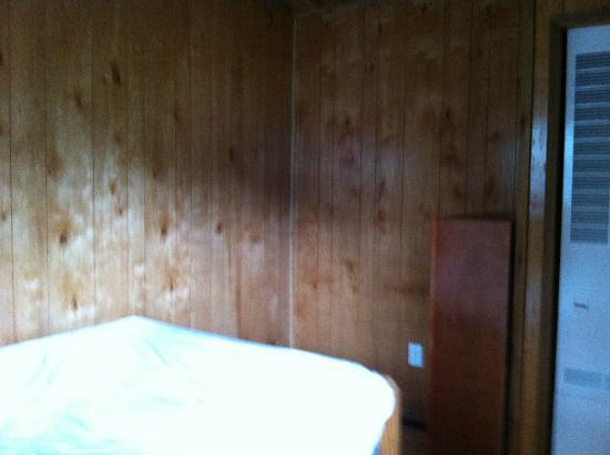 Ponderosa Pines Campgrounds: master bedroom