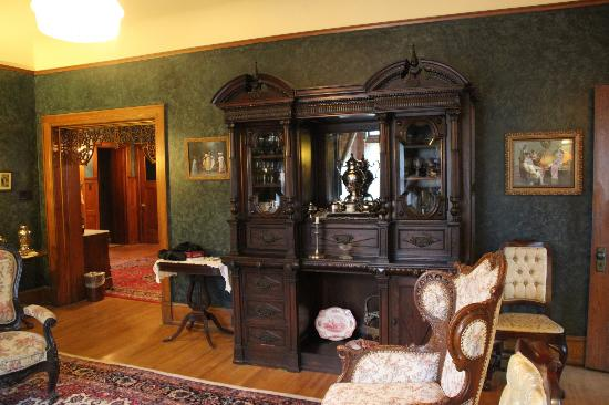 Brumder Mansion Bed and Breakfast: Sitting Room