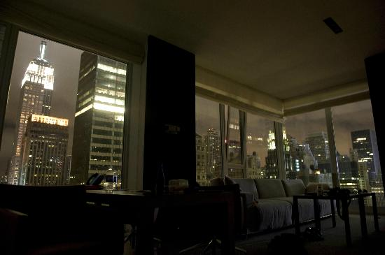 Andaz 5th Avenue: Dramatic midtown atmosphere through our view