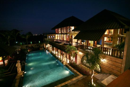 Dynasty Estate : Night View