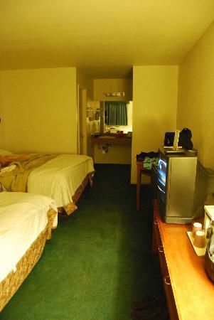 Edgewater Inn: Just a basic room.
