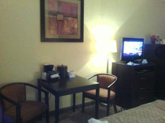 Best Western Plus Universal Inn: room