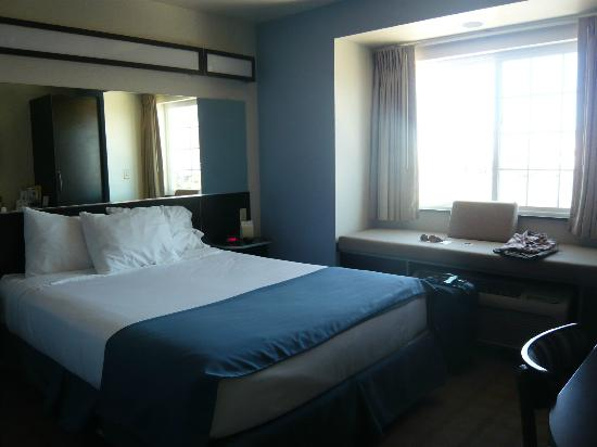 Microtel Inn & Suites by Wyndham Klamath Falls: Queen bedroom