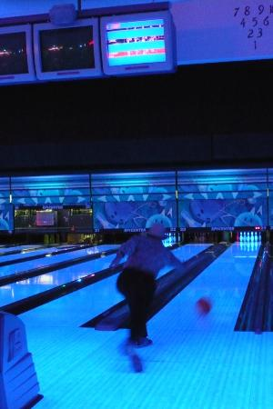 Microtel Inn & Suites by Wyndham Klamath Falls : Hotel gives bowling passes