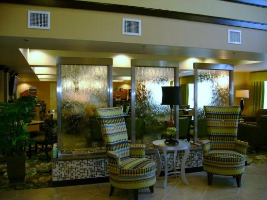 Holiday Inn Express Columbus - Dublin: Lobby