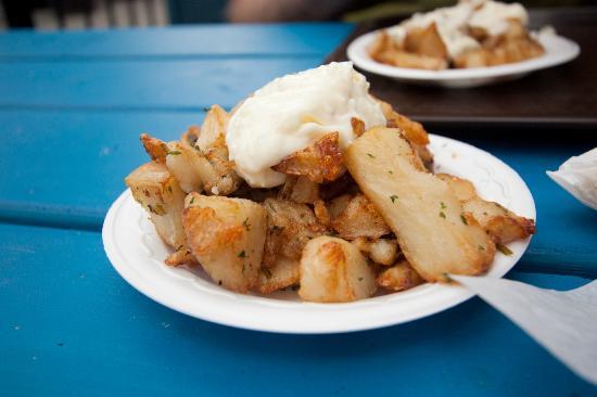 Boustan: Garlic potatoes, mmm