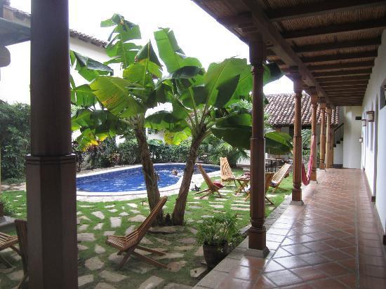 Hotel Patio del Malinche: Esta es la piscina saliendo de nuestra habitación