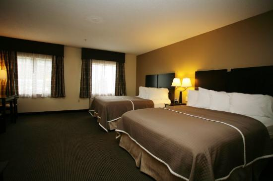 Baymont Inn & Suites Dale: BWLincoln Land Queen Double Suite