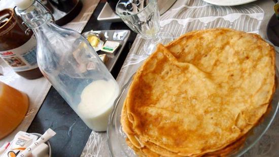 La Maison de Claire: freshly made crepe every morning