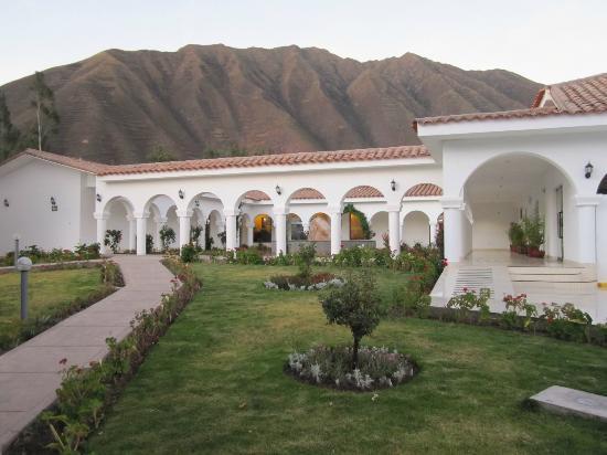 Hotel Agustos Urubamba: Hotel grounds