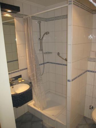 Hotel Carlton : Bathroom