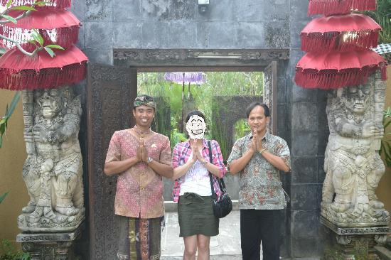 Car Charter & Sightseeing Japanese Guide Tour - Aksi Bali: ガイドのワヤンさんと運転手のマディさん