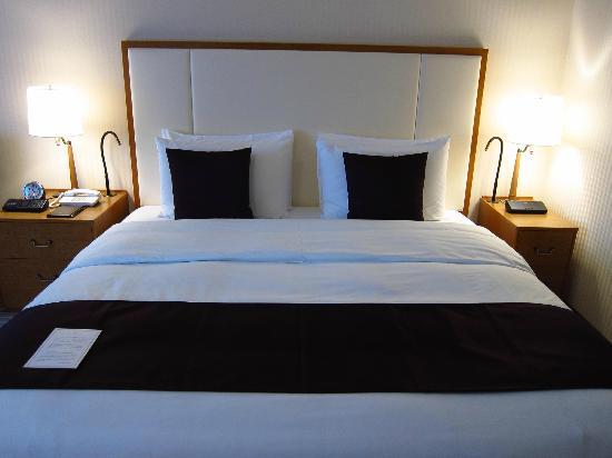Imperial Hotel Tokyo: Nicely made bed