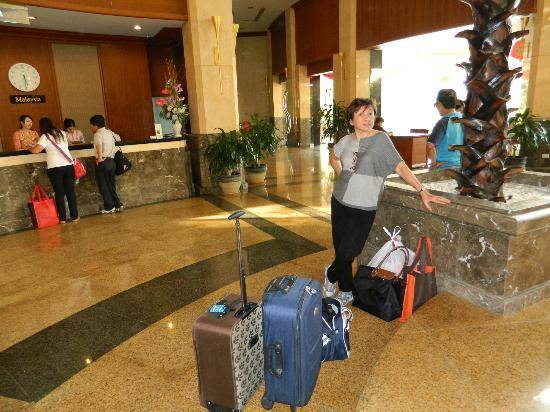 Mandarin Betong : Reception and check in counter